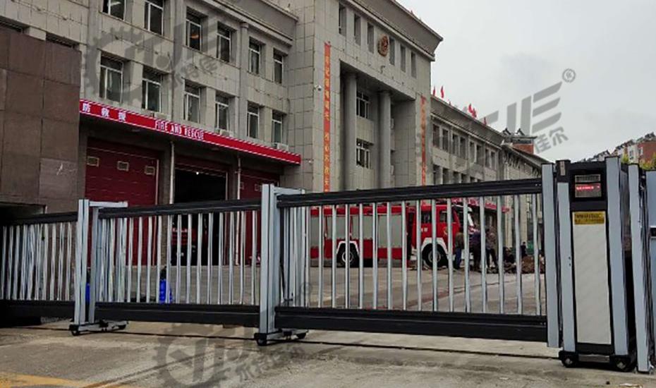 消防队专用大门案例,悬浮门安装使用案例,悬浮门安装效果
